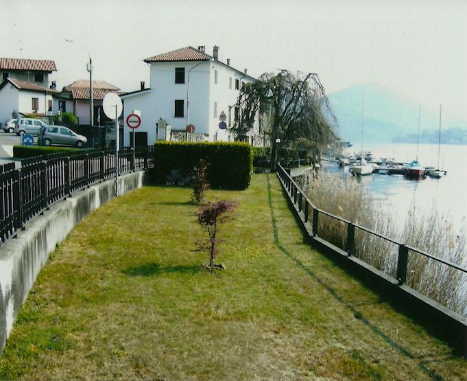 Immobiliare lago d 39 orta ita pella bella villa fronte for Lago con spiaggia vicino a milano