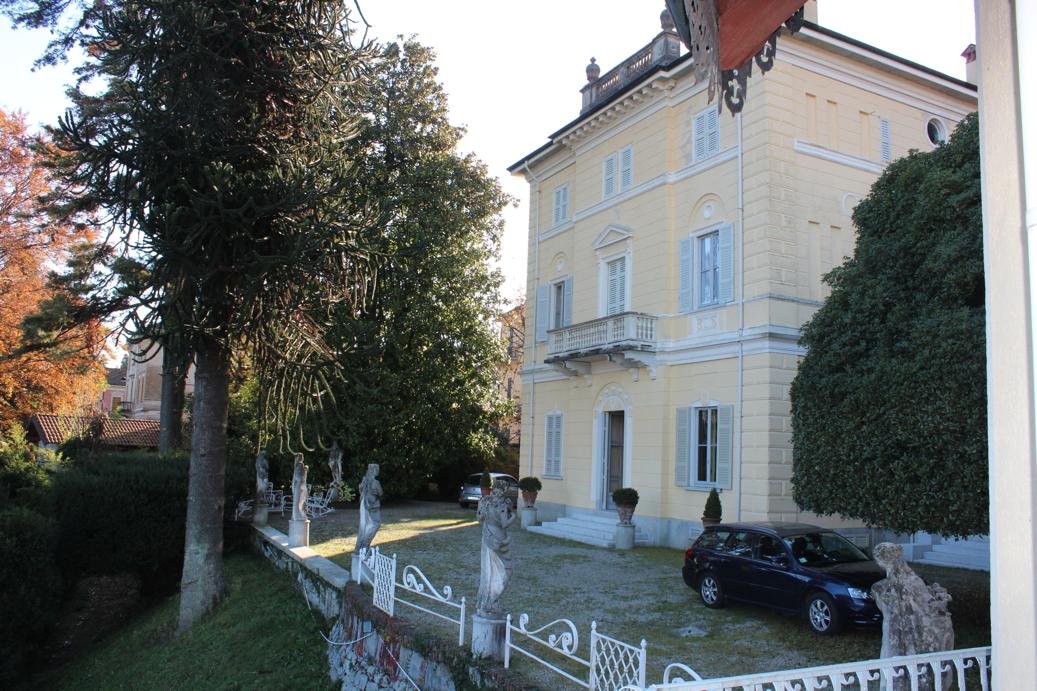 Immobiliare lago d 39 orta ita pella alzo stupenda - Casa stile neoclassico ...