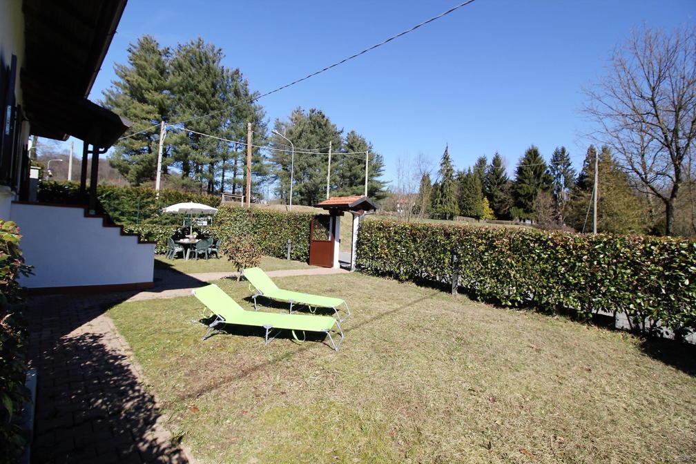 Immobiliare lago d 39 orta ita miasino pisogno villa for Distaccato due piani di garage per auto